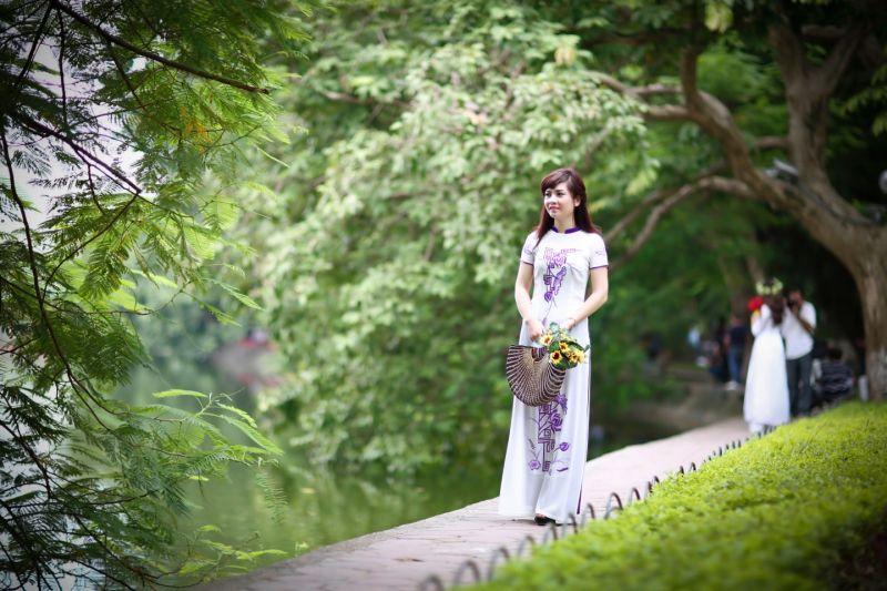 Bài thơ: THÁNG BA -  Phan Thu Hà