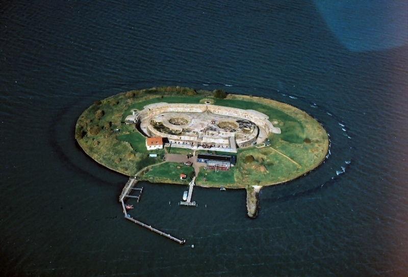 Đảo Pampus, Hà Lan