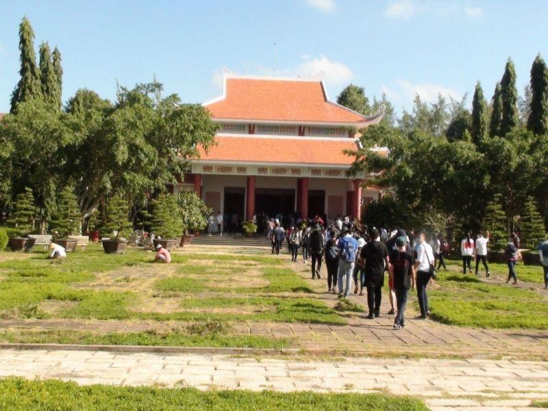 Khu lăng mộ Nguyễn Thị Định