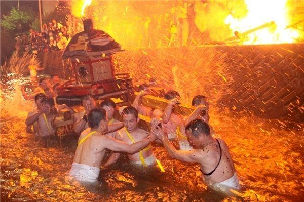 Lễ hội Lửa và Bạo lực (Abare Matsuri)
