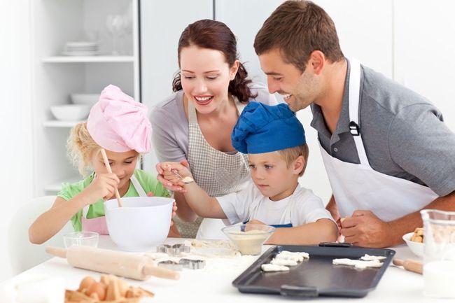 Nên phụ giúp bố mẹ việc nhà
