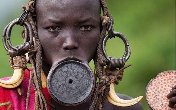 Phụ nữ bộ tộc Mursi ở Ethiopia