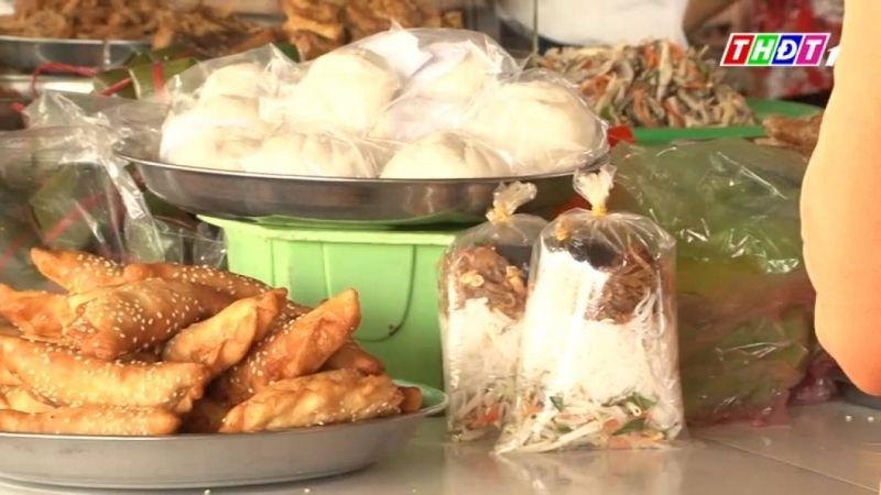 Thức ăn trong túi xốp