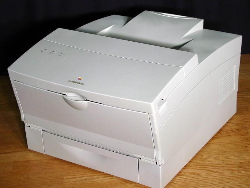 Apple LaserWriter (năm 1985) – Giá: 6,995$ ~ 16,363$ ngày nay