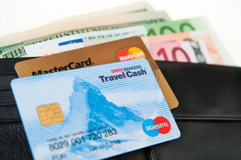 Dùng thẻ tín dụng để rút tiền