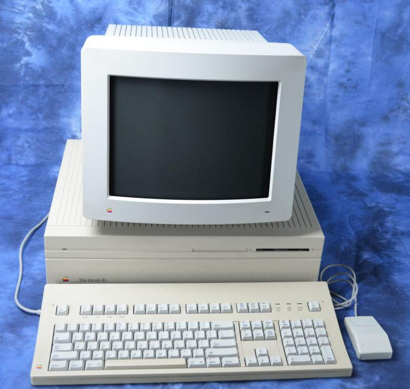 Macintosh Iix (năm 1988) – Giá: 9,369$ ~ 19,934$ ngày nay
