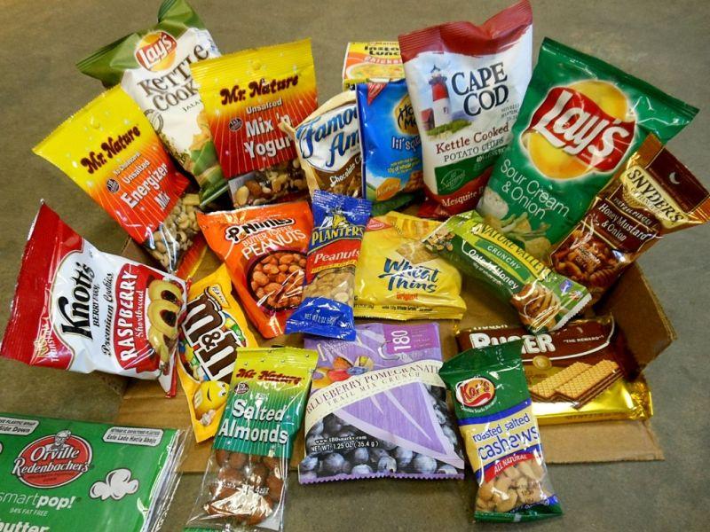 Mua đồ ăn ở sân bay hoặc trên máy bay