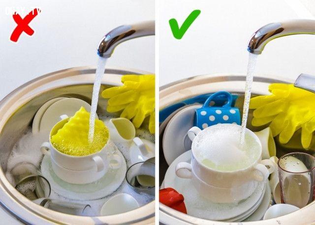 Ngâm bát đĩa vào chậu rửa