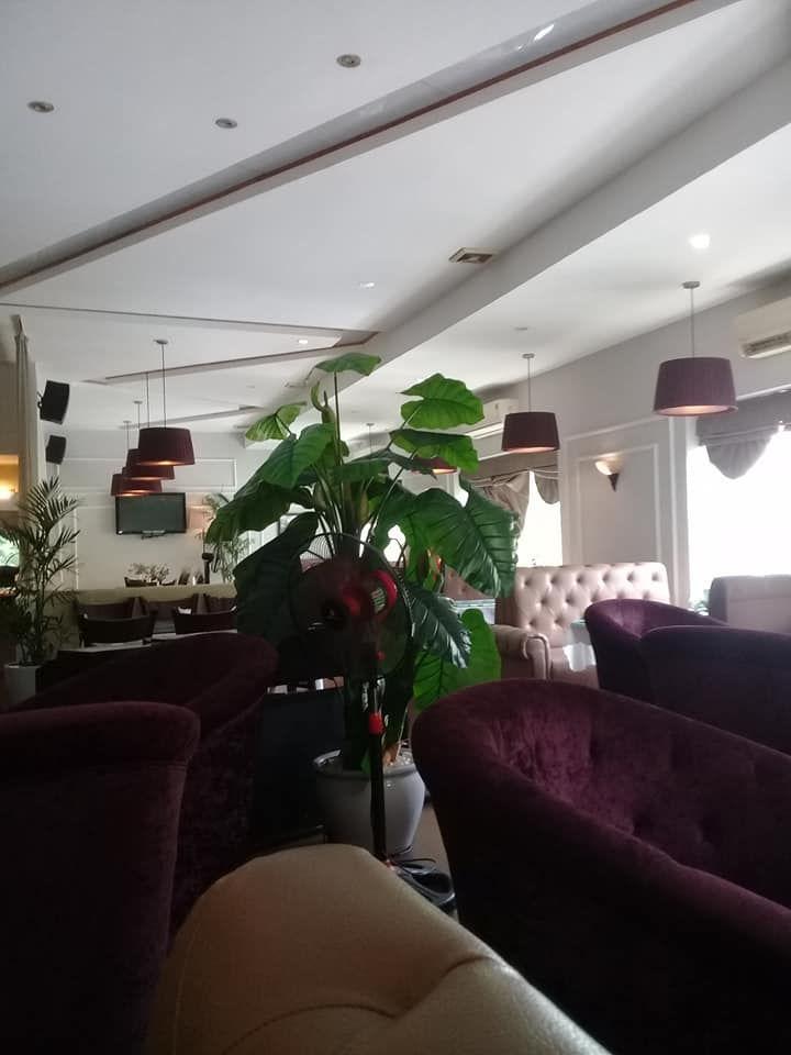 Nhà hàng Maxim's Café