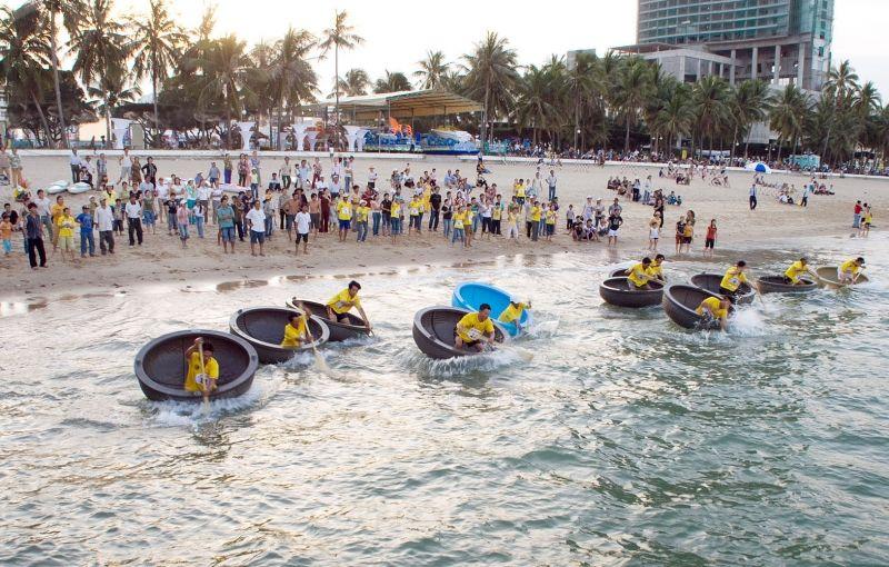 Hội thi bơi biển và bơi thúng, lắc thúng (hoạt động trước khai mạc)