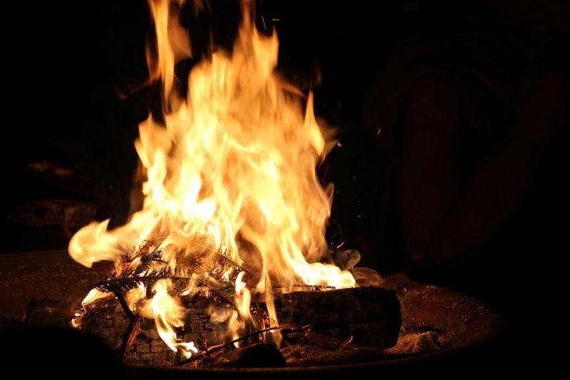 Cho nước, cho lửa đầu năm