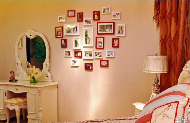 Phòng tân hôn đầy kỷ niệm với những bức ảnh