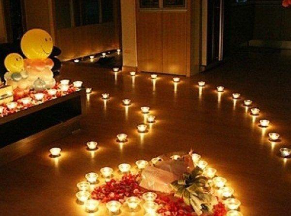Phòng tân hôn lung linh, huyền ảo với nến