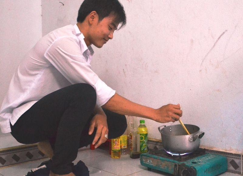 Tự nấu ăn, tự tập luyện thể duc buổi sáng