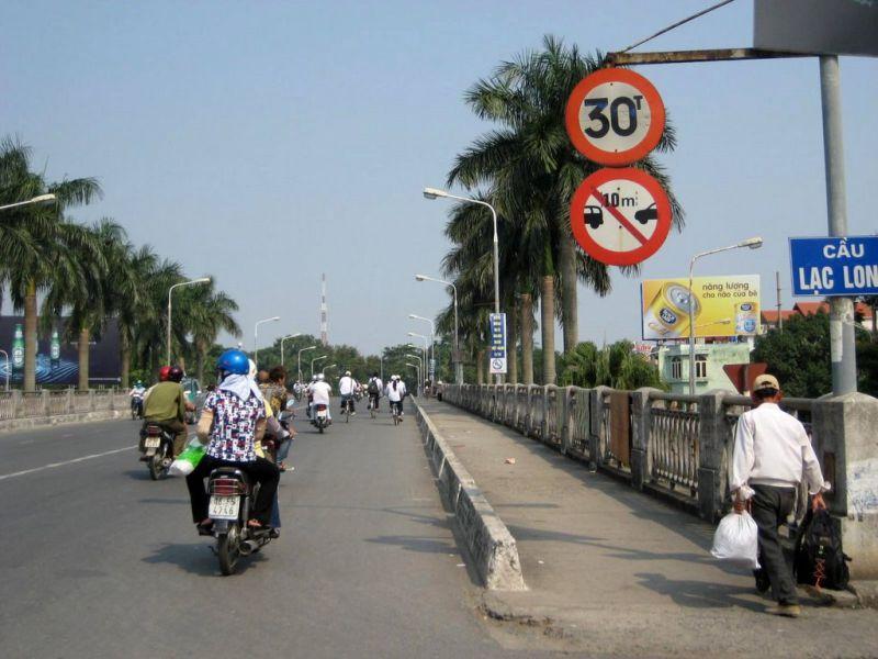 Cầu Lạc Long