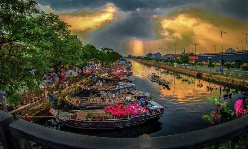 Chợ hoa Bến Bình Đông