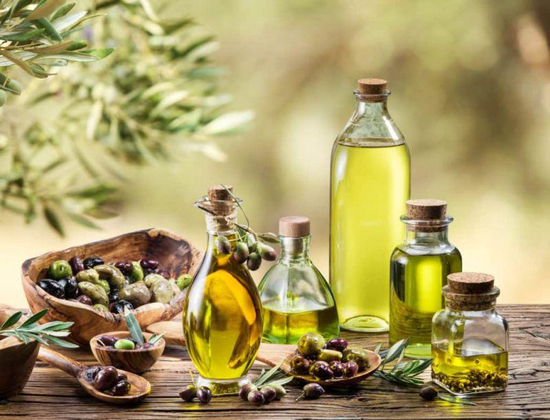 Làm sạch đồng hồ bằng dầu oliu