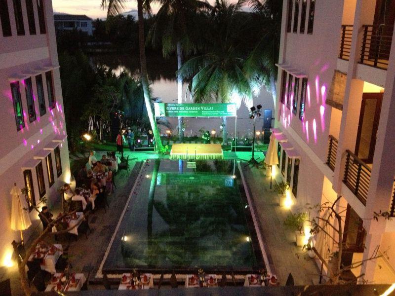 Khách sạn Riverside Garden Villas