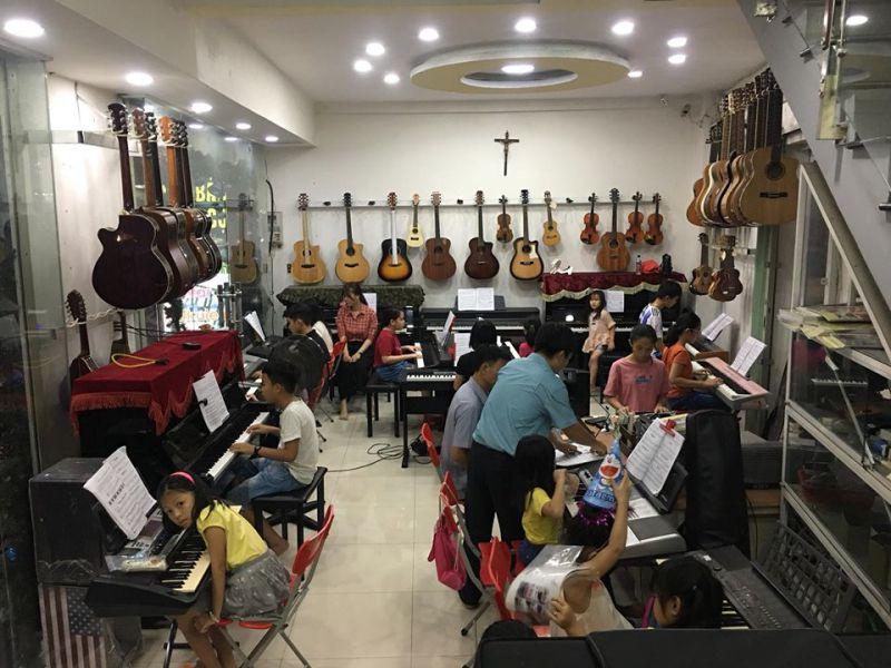 Lớp nhạc Lê Sanh