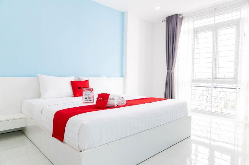 RedDoorz Plus gần Phố Đi Bộ Nguyễn Huệ