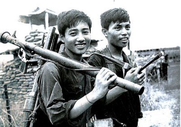 Bài văn phân tích nhân vật Việt và Chiến số 5