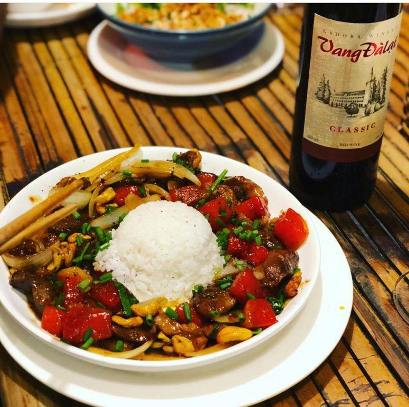 Restaurant & Cafe Tuấn