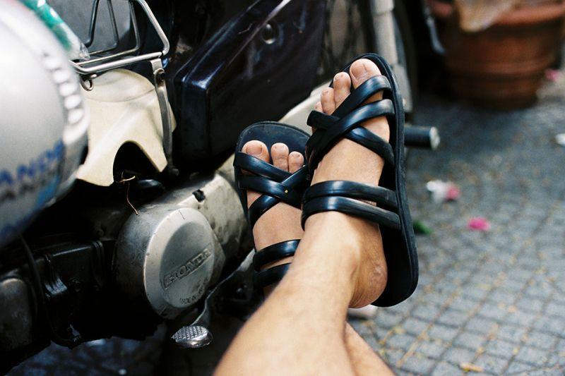 Bài văn thuyết minh về đôi dép lốp thời kháng chiến số 13