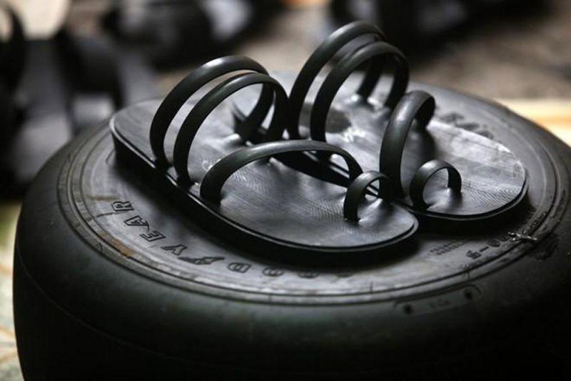 Bài văn thuyết minh về đôi dép lốp thời kháng chiến số 6