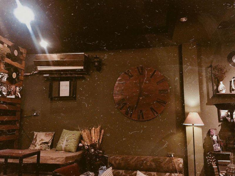 Tháng 10 - October Coffee & Studio