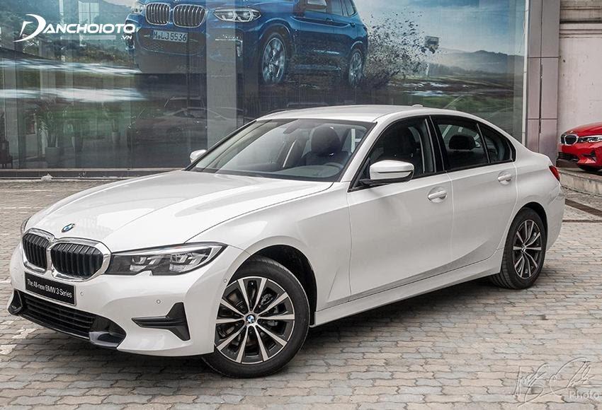 BMW 320i sở hữu thiết kế đậm chất thể thao