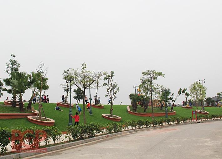 Khu vui chơi giải trí Công viên Hoàng Hoa Thám
