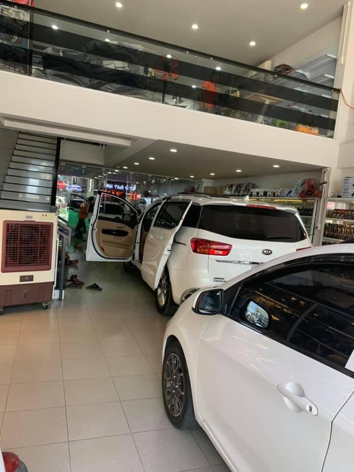 Cửa hàng nội thất ô tô Thành Tín