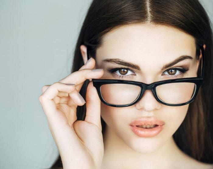 Cách chọn gọng kính cho khuôn mặt hình chữ nhật