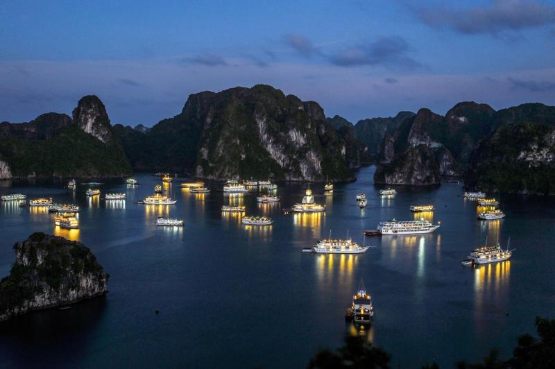"""Vịnh Hạ Long - """"tinh hoa"""" của nước Việt"""