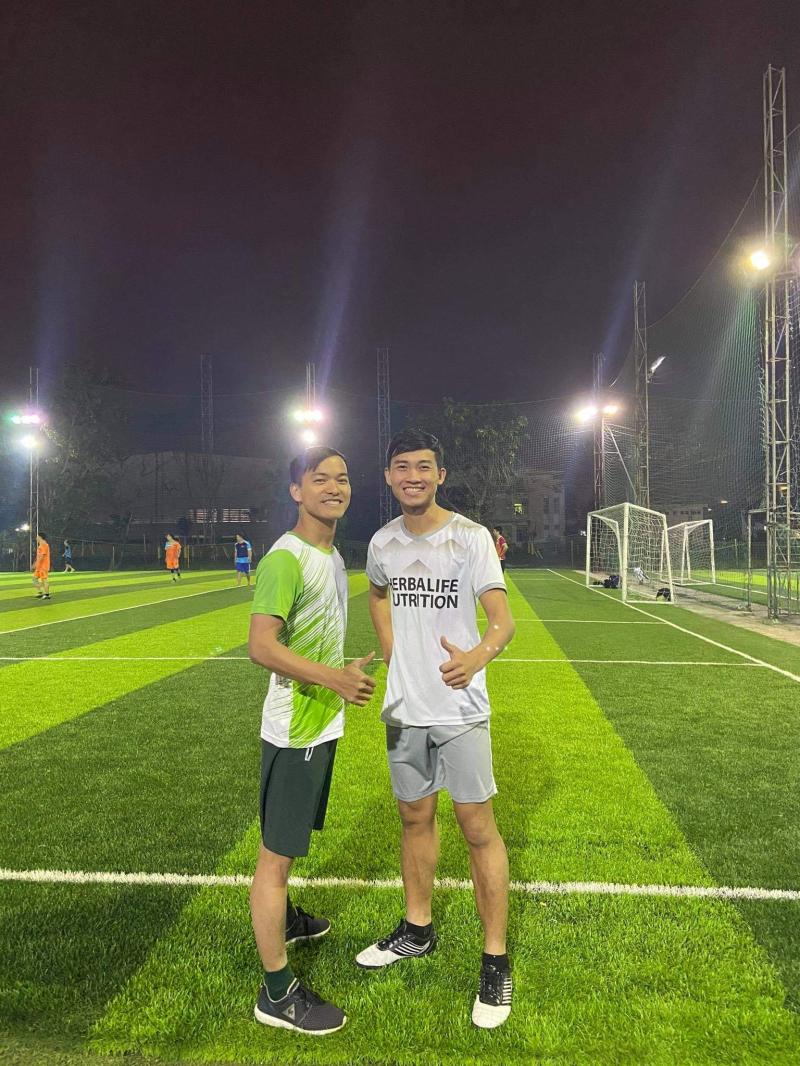 Sân bóng đá Chuyên Việt
