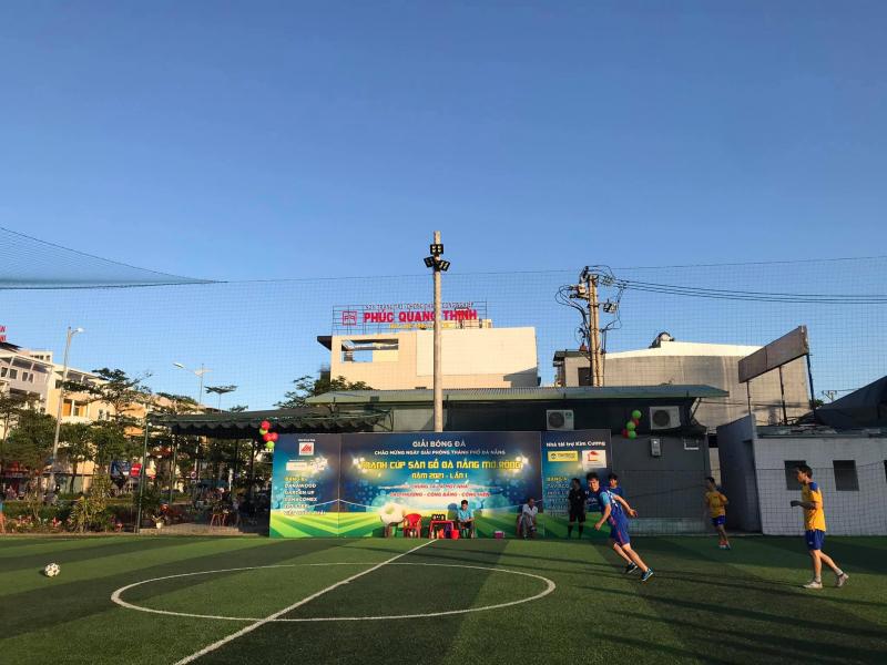 Sân bóng đá mini Hòa Xuân