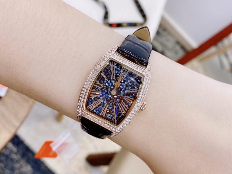 Tan Watch Shop