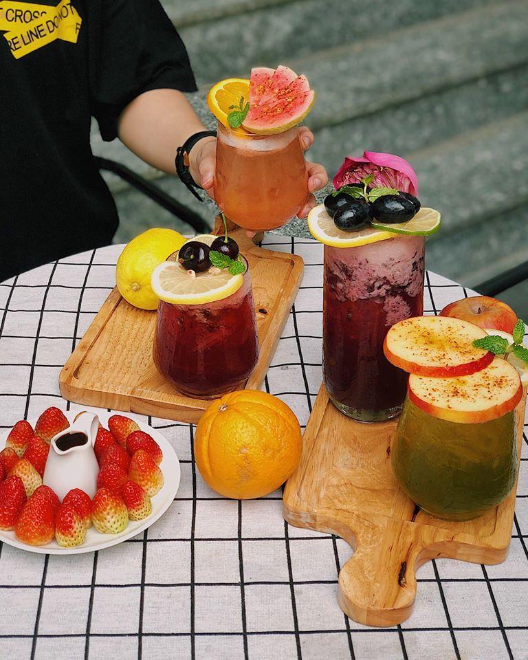 Tiệm trà tháng Tư