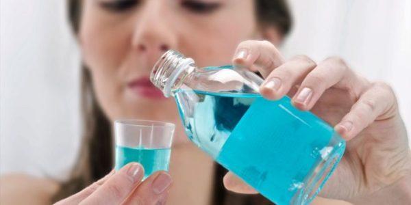 Bạn sử dụng nước súc miệng