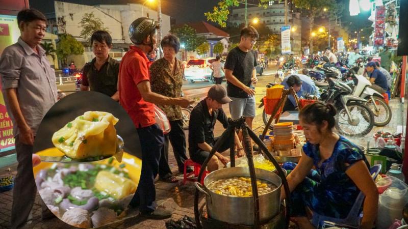 Bánh canh gánh vỉa hè Nguyễn Thái Học