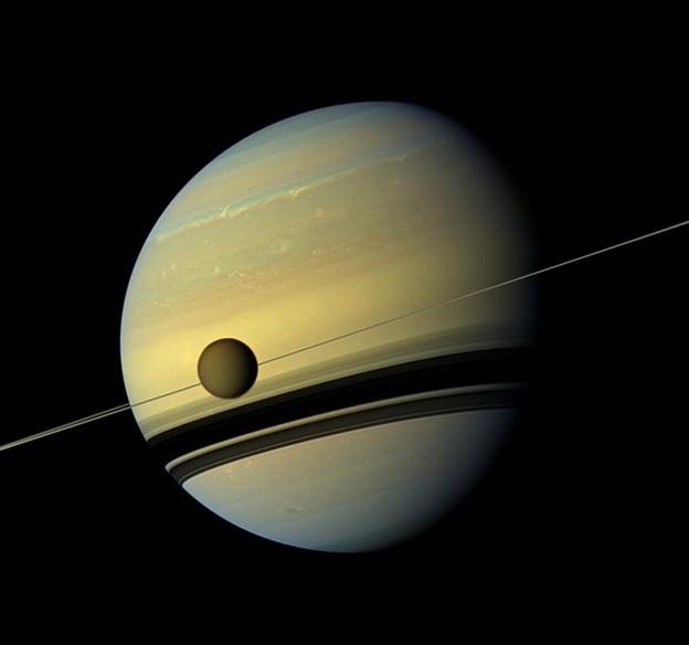 Các vành đai và vệ tinh của sao Thổ trẻ hơn thời đại của khủng long
