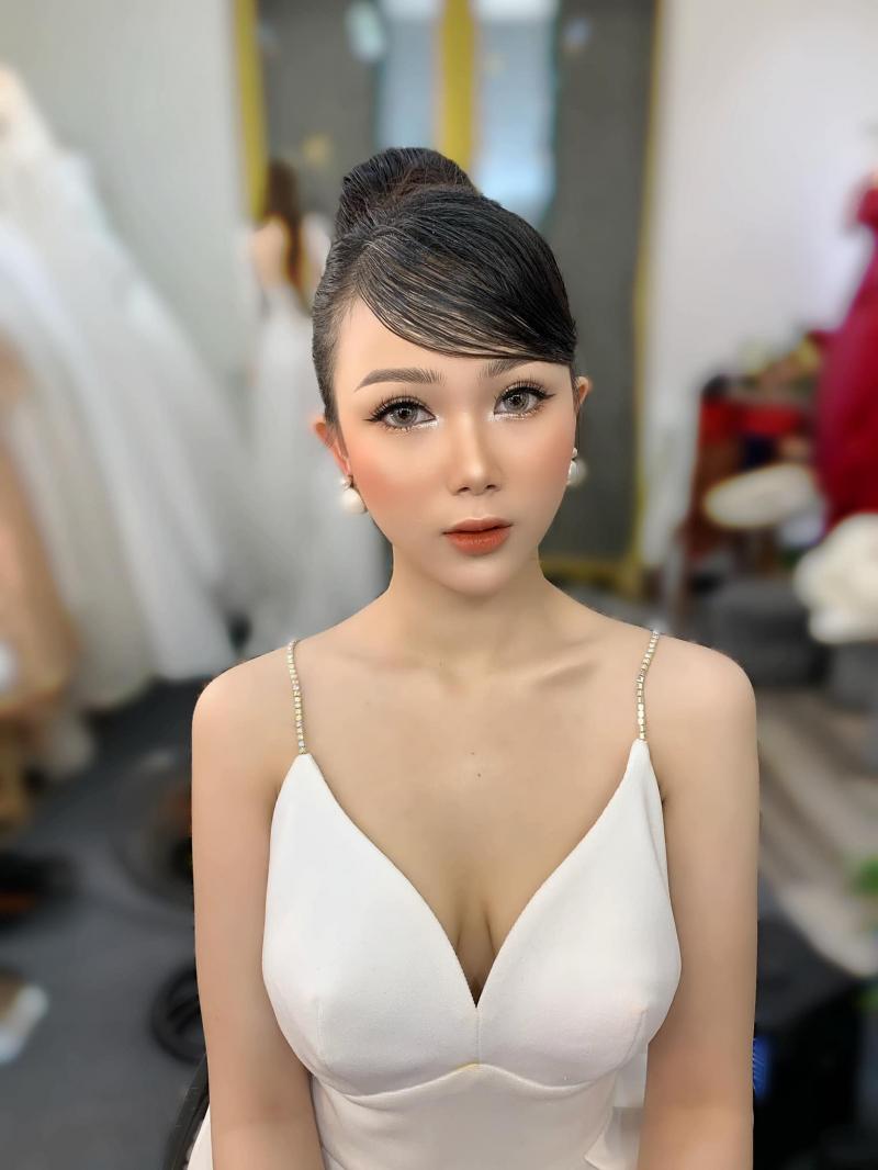 Cao Lê Diên Makeup