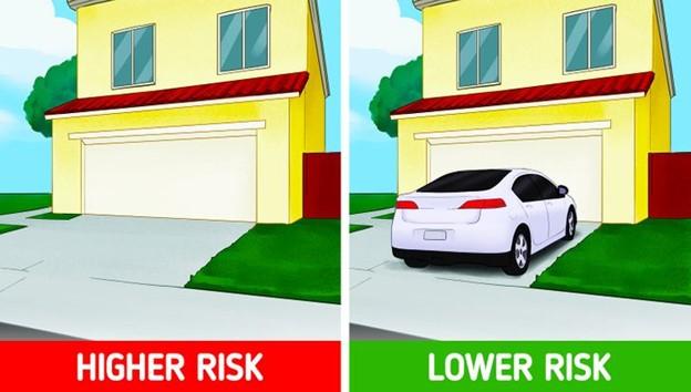 Đậu xe trên đường lái xe vào nhà bạn