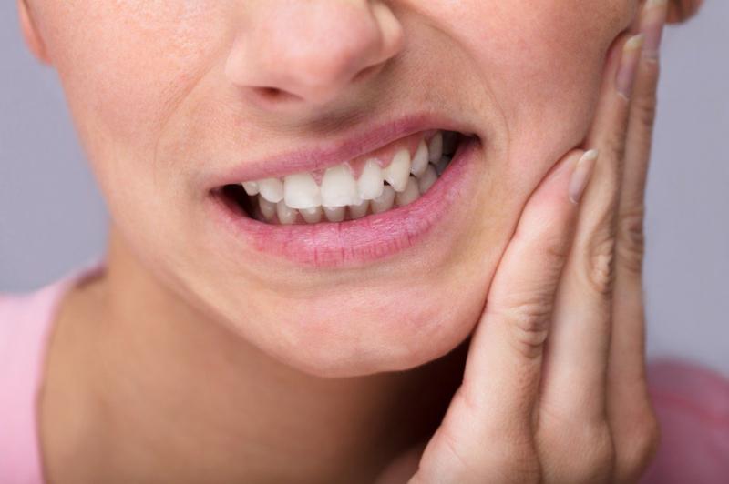 Dùng chanh tươi để giảm đau răng khôn