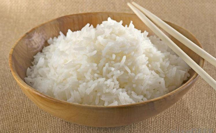 Dùng lửa đốt gạo hoặc rang gạo