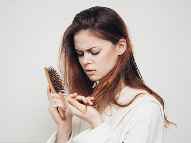 Gây rụng tóc và chẻ ngọn