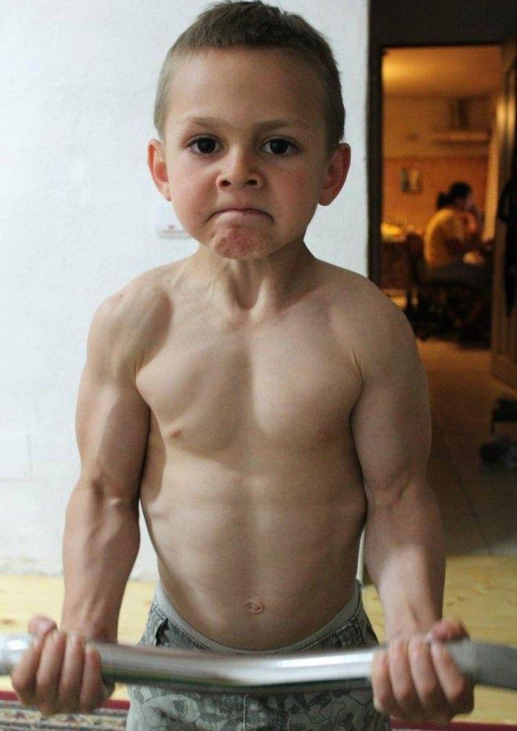 Giuliano Stroe - cậu bé cơ bắp