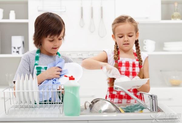 Hãy để trẻ nhỏ giúp làm việc nhà
