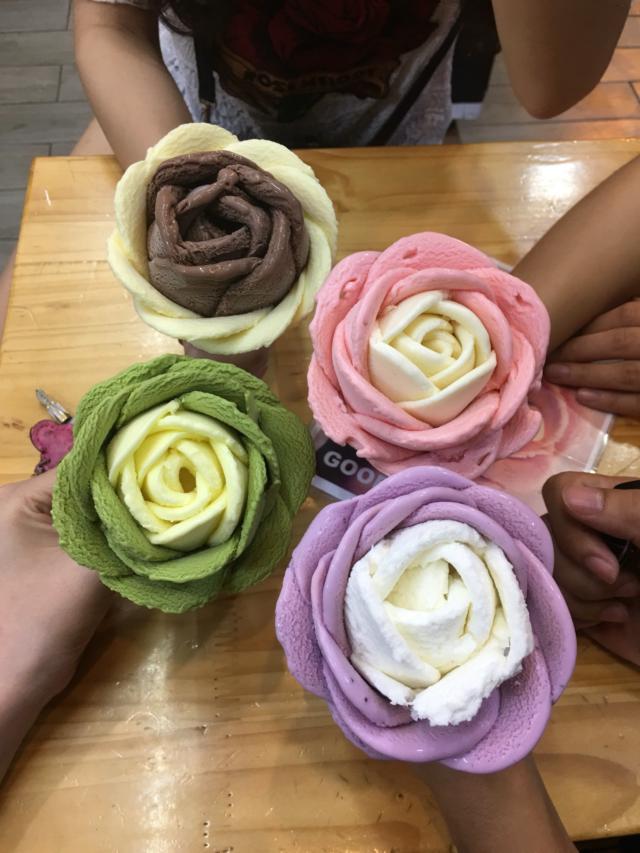 Kem hoa hồng socola - Goofoo