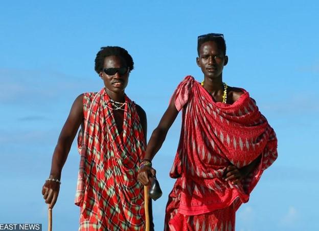 Kenya: nhổ nước bọt khi chào hỏi nhau